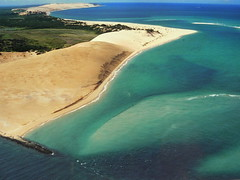 FLYING HIGH, AFRICA (Andr Pipa) Tags: africa plane wonder dunes indianocean aerialview explore aerialphoto mozambique dunas moambique bazaruto wonderworld 100faves abigfave maravilhadanatureza andrpipa oceanondico wondernature photobyandrpipa africabyair indianoceanbyair