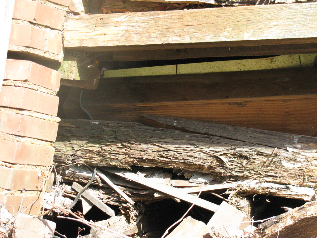 collapsing floor joists - 811 west Cary Street