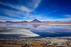 Laguna Colorada, Bolivia (Ole Begemann) Tags: travel sky lagune lake mountains latinamerica southamerica clouds see landscapes reisen horizon himmel wolken bolivia 2006 berge andes landschaft bolivien horizont altiplano uyuni potos anden tupiza lateinamerika lagunacolorada sdamerika hochebene original:filename=2006052320d021861