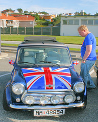 - Could I fit in there...? (Leif Strand) Tags: greatbritain cars car mini cooper gb bil minicooper unionjack unionflag biler haugesund bilutstilling oasen karmy superstreet storbritannia gatebil worldcars gatebiltreff superstreethaugesund