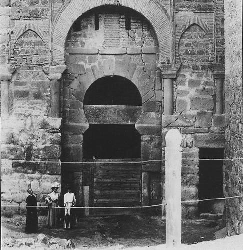 Puerta vieja de Bisagra o de Alfonso VI (Toledo) durante su restauración en 1905-1907