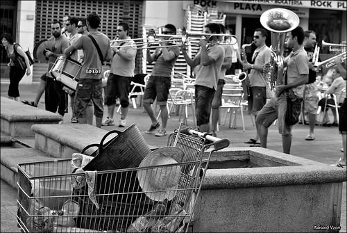 La xaranga i el carro de mercadona by ADRIANGV2009
