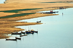Irrawaddy banks - Bagan - Myanmar (PascalBo) Tags: beach river landscape outdoors boat nikon asia southeastasia d70 burma aerialview rivière myanmar asie bateau paysage plage pagan bagan irrawaddy birmanie ayeyarwady 123faves asiedusudest pascalboegli