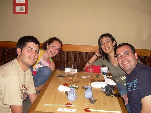 Pau, Vero, Juani y Gabi en un restaurante de Kyoto