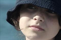 """Adoro le efelidi. (bisbiglio [in arte """"sbibb""""]) Tags: portrait baby girl eyes mare occhi dettagli camilla ritratto cappello naso bambina cozze volto labbra particolarmente efelidi obno"""