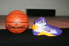 Kobe Meet & Greet 7-3-08 037 (ShiftY PhotographY) Tags: autograph fans superstar nba lakers mvp losangeleslakers kobebryant kb24 kb24com hyperdunks nbagameball