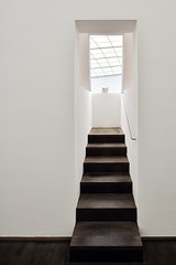 Stairs To Nowhere (Philipp Klinger Photography) Tags: door wood light white art museum modern stairs germany deutschland hessen floor frankfurt balcony kunst nowhere ceiling railing der philipp hesse mmk ballustrade klinger modernen of superaplus aplusphoto dcdead