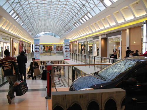 Inside Evry 2 Mall