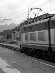 Domodossola #8 (train_spotting) Tags: punto italia giorgia confine tunnel sbb gio il di svizzera stazione biglietto treno grosseto classe fs intercity ffs ritardo trenitalia binari pendolari stresa verbania sempione railaway domodossola cisalpino finestrino regionale locomotiva cff novara pensilina e656 arrivi partenze seconda macchinista diretto interregionale carrozze e464 uicx pendolarismo mdvc d245 viaggiatori fabbricato abbassa mdve manovre castelleone pantografo vicinali commutazione mejoshi raildetails