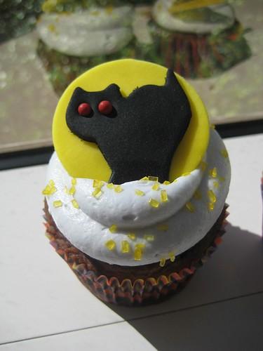 Cat & full moon cupcake