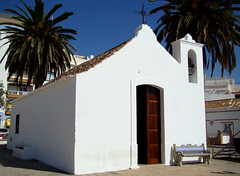 In daylight............ (ubichan - Away A LOT :o() Tags: white portugal church fort 17thcentury chapel fortaleza algarve fortim armaodepra santoantnio ilustrarportugal ubichan 17thcenturychapel