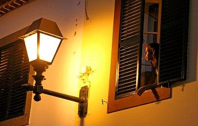on-fnac-16-menina estás à janela