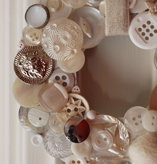 BT4 white wreath detail (craftapalooza) Tags: white buttons wreath button backtack bt4 buttonwreath backtack4