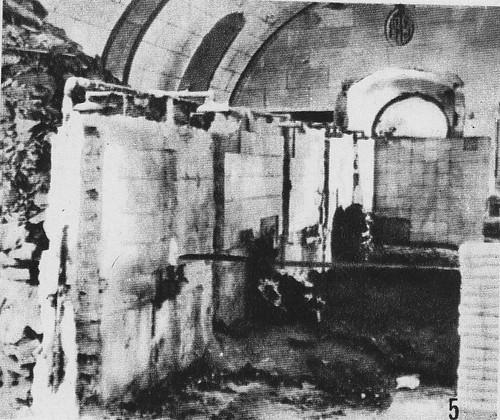 Cementerio improvisado por los sitiados para enterrar sus bajas en la antigua piscina del Alcázar