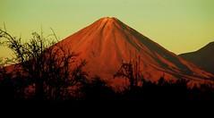 El Licancabur (HctoR MillaR) Tags: chile montaas altiplano antofagasta montaismo licancabur nortedechile