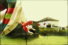 Simple things (Mayastar) Tags: home garden laundry sole vento bucato simplethings fakephotography mayastar divertendosi mayastaracolori cisonounsaccodicose giocherellandoconlamiavecchissimaversionedifotosciopelementsaltrochesiesfriosiesfor filtrograin unlivellodigiallinoasfumare
