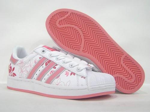 Aktif insanlar spor ayakkabılar Adidas