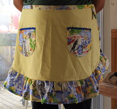 Kitties in the kitchen apron!