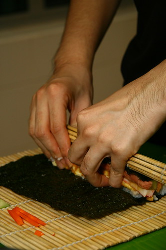 Rolling sushi