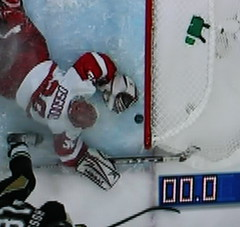 Inches (SchultzLabs) Tags: close almost inches stanleycup igloo osgood hockeytown detroitredwings pittsburghpenguins goalline hossa notquiteenough toughloss toomanyturnovers handheldphotoofmytv