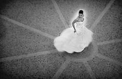 [フリー画像] 人物, 女性, イベント・行事, 結婚式, ウエディングドレス, モノクロ写真, 201004202100