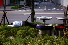 Sleeping man watched by two aliens. (Nien-Yi Ho ) Tags: nikond70 taiwan taipei          2008col 2008 2008orientationexhibitionofntuphoto 2008by nienyihophotography