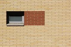 autòmat infinit:intermitents (visualpanic) Tags: urban building window wall ventana pared pattern edificio finestra urbano catalunya 2008 paret agost barberàdelvallès edifici vallès totxos urbà