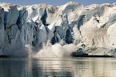 Ice falling (elosoenpersona) Tags: ice wall geotagged pared nikon melting glacier falling greenland melt glaciar tierras hielo warming global fundir cayendo polares groenlandia calentamiento aplusphoto fundiendose elosoenpersona desprendiendose