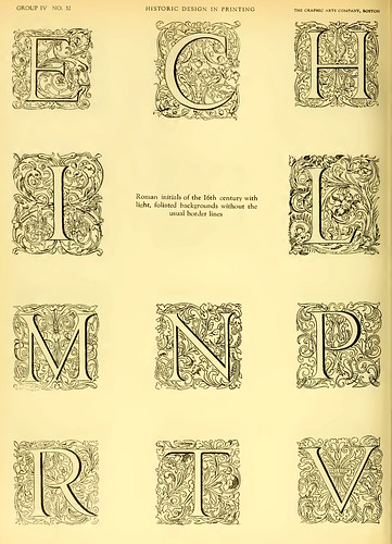 23- Iniciales romanicas del siglo XVI con fondo floral sin las lineas de marco usuales