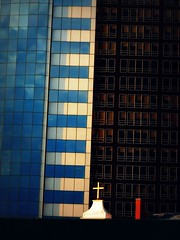 """The cross"" (Sion Fullana) Tags: windows light newyork buildings skyscrapers cross allrightsreserved fiatlux newyorkarchitecture greatarchitecture beautifulbuildings abigfave panasonicdmcfz50 sionfullana damniwishidtakenthat finananctialdistrict sionfullanaphotography fotografíasdesionfullana ©sionfullana"