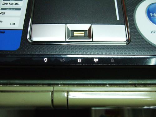ASUS F6V 觸控板與指紋辨識