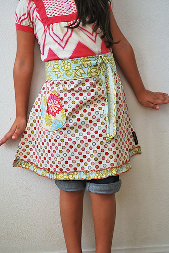 Dot half apron