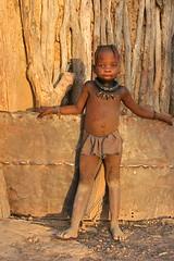 Namibi, oktober 2008 (Martha de Jong-Lantink) Tags: africa girl african culture tribal safari afrika tribe ethnic namibia tribo himba afrique ethnology tribu namibie kaokoland tribus namibi ethnie himbas himbakraal himbaherders