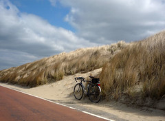 The Netherlands 020 (Routavelo) Tags: sky cloud beach netherlands bike bicycle wind nederland vlo dawes routavelo nicolasdh