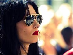 people sunlight hot reflection girl canon glasses focus dof bokeh candid babe 7d looks redlips diva bril rayban zonnebril hotlips streetcandid straatfotografie lippenstift zilverbat