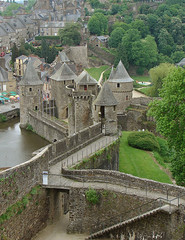 Fougres, Bretagne - France (tapenade) Tags: old city france castle history brittany sony bretagne 100views 10fav 1000views fougres 100view 10favorite 1000view hccity landscapesofvillagesandfields spiritofphotography mostbeautifulpictures