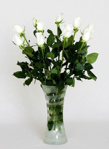 Ramo de rosas bancas