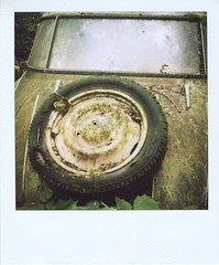 5 (Polaroid) (So gesehen.) Tags: wood old nature car polaroid schweiz switzerland automobile decay lofi scanned polaroidlandcamera autofriedhof autograveyard cardump polaroid600film kantonbern autaut polaroid2000 kaufdorf sx70moddedfor600 historischerautofriedhof fehicle