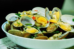 Clams with white wine  (Mel@photo break) Tags: food kitchen dinner cook mel supper melinda chanmelmel melindachan