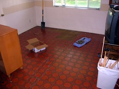 Guest room - removing tiles