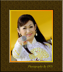 Ý Lan (OanhNguyenV) Tags: vietnamese d2x performance microphone lipstick lovesong 70200vrf28 dainhachoi sbtn camonanhky2