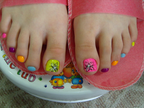 Flowers design on rainbow pastel colors toe nails designs