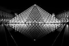 The Louvre (sparky2000) Tags: city blackandwhite paris france monochrome night canon blackwhite europe shots capital nighttime europeancity capitalcity nightshoots mywinners ysplix sparky2000 stuartreynolds stuartrobertsonreynolds robersonreynoldsphotography