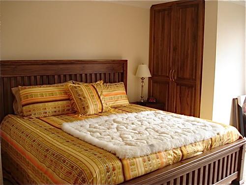 multi-currency-Ecuador-condo-bedroom
