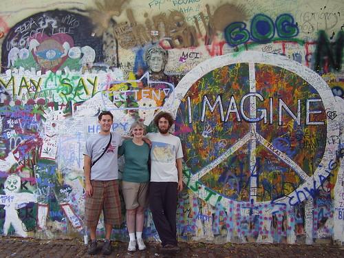 Lennon Wall com turistas