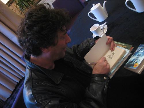 Neil Gaiman signing 2