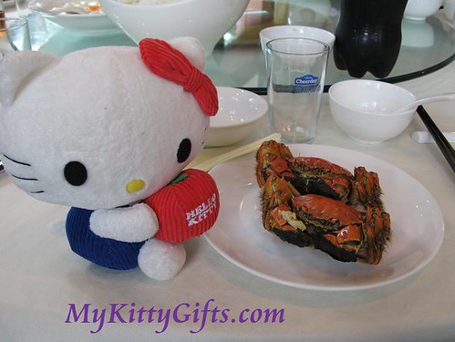 Hello Kitty and Hairy Crab in HangZhou