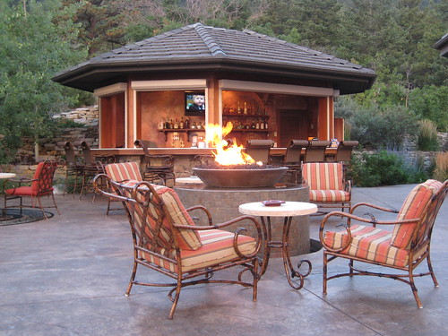 outdoor living space fire pit