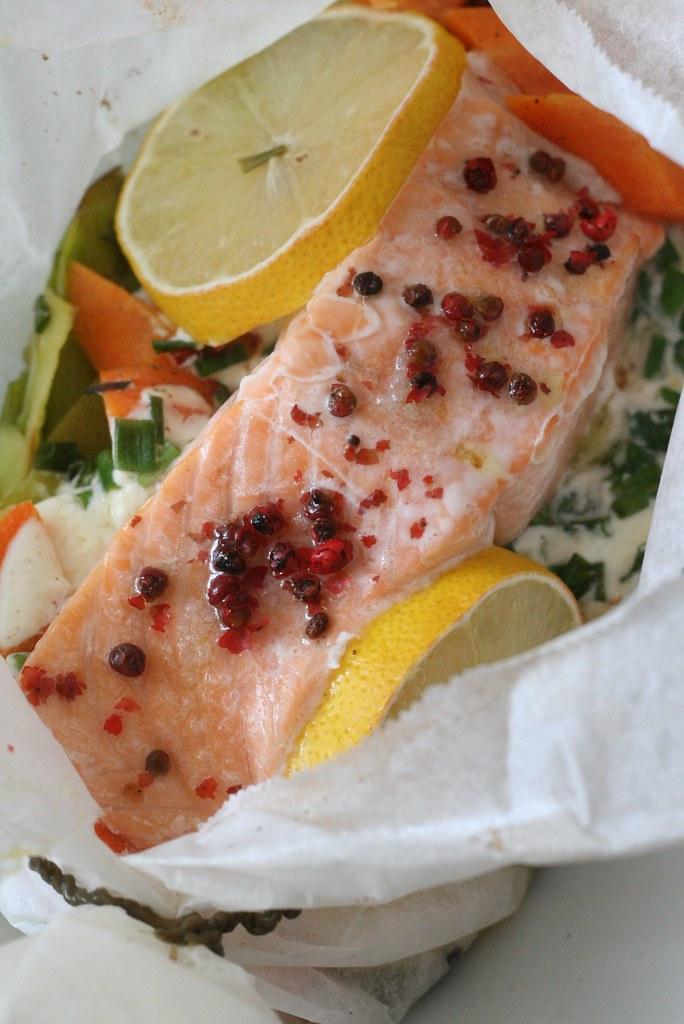 Papillote de saumon, poireaux & carottes