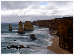 #49 Peekaboo. (ray*glass) Tags: melbourne greatoceanroad twelveapostles portcampbell